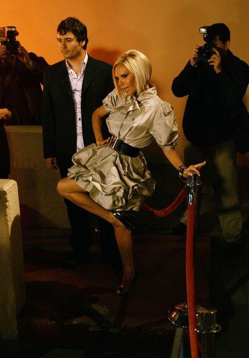 Im Mittelpunkt:  Brautjungfer Victoria Beckham ... - Bildquelle: Buena Vista International Television