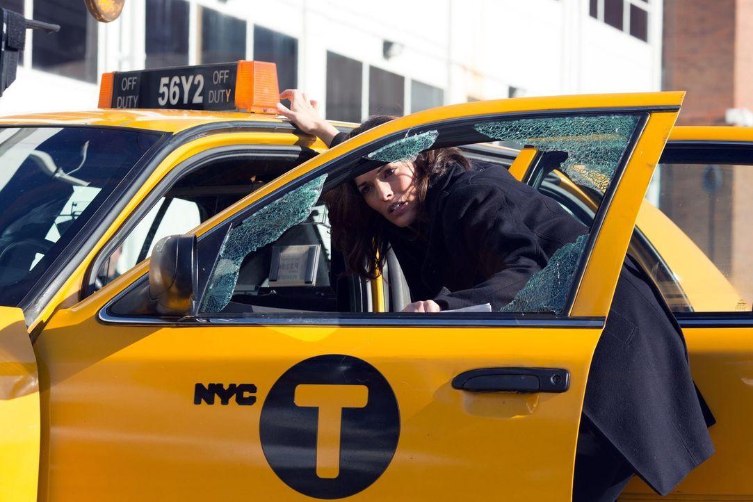 Ein Taxifahrer wird ermordet. Detective Jo Martinez (Alana de la Garza) sucht den Täter ... - Bildquelle: Warner Brothers