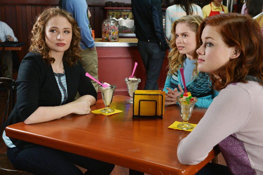 Ahnen noch nicht, was Dalia wirklich vorhat: Tessa (Jane Levy, r.), Jenna (Courtney Merritt, l.) und Lisa (Allie Grant, M.) ... - Bildquelle: Warner Brothers