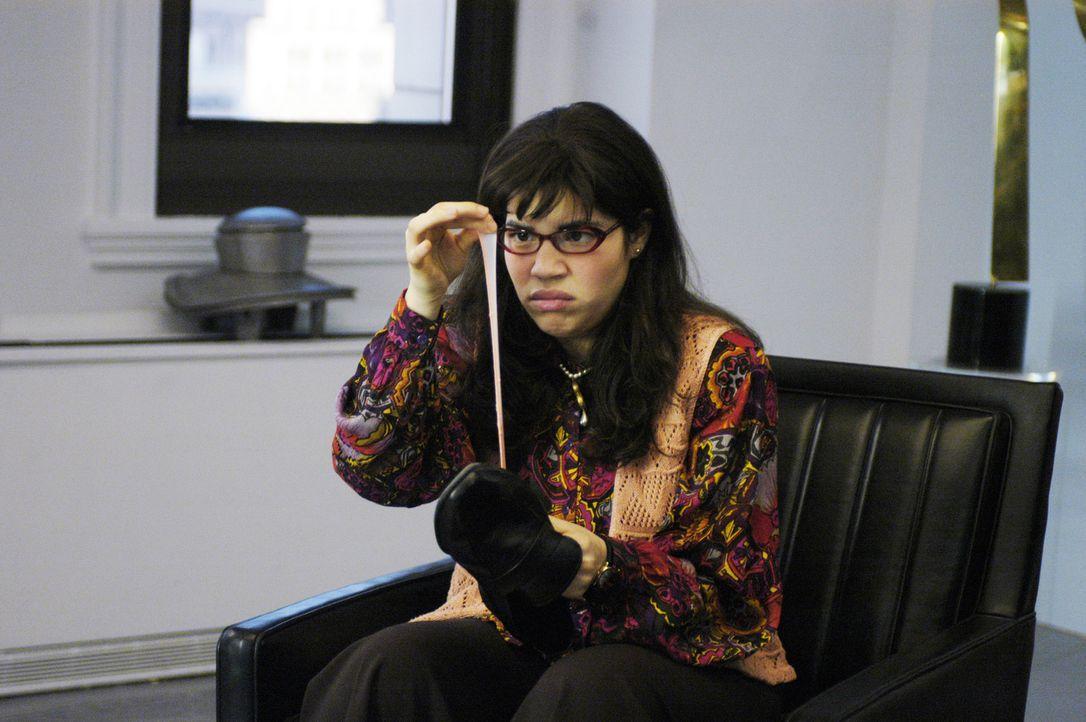 Von Anfang an hat die tapsige Betty (America Ferrera) keinen leichten Stand in der Redaktion ... - Bildquelle: Buena Vista International Television