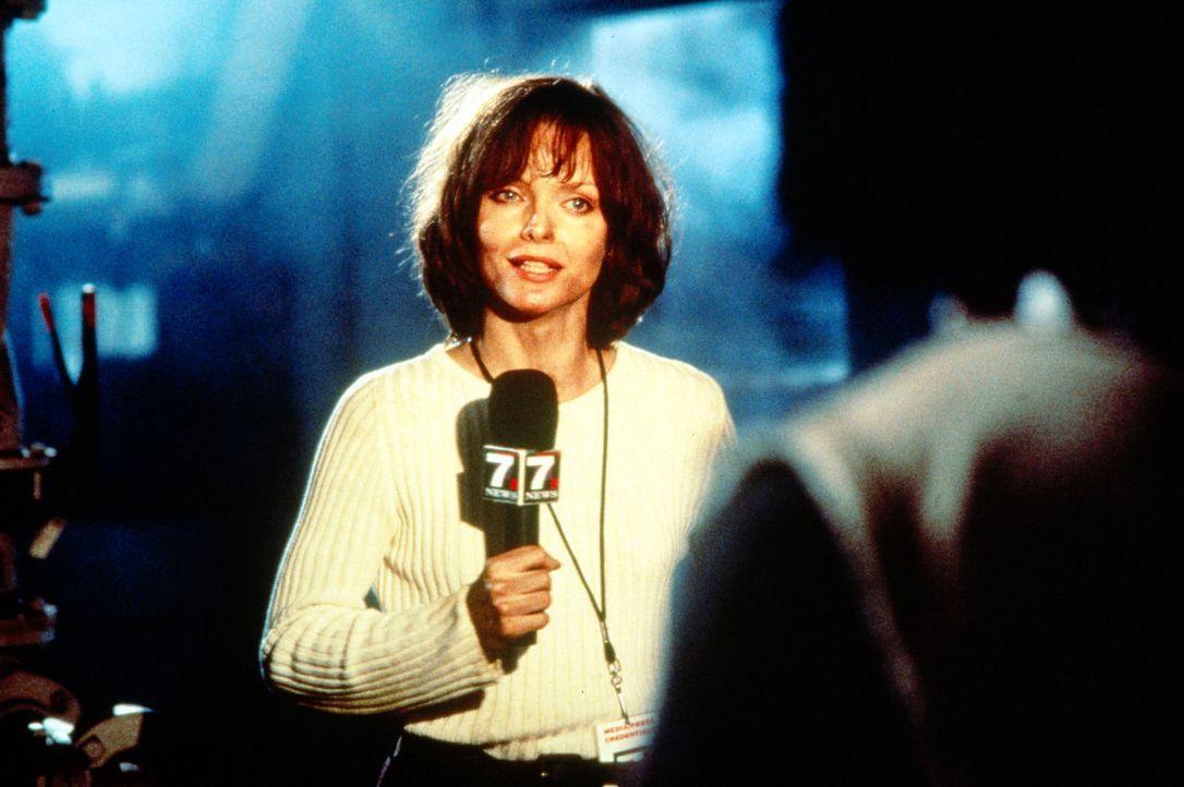 Mit ihrer Reportage aus einem besetzten Gefängnis macht Tally Atwater (Michelle Pfeiffer) Schlagzeilen und wird zum Medienstar ... - Bildquelle: Buena Vista Pictures
