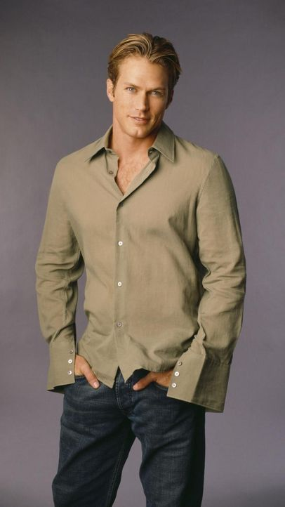 charmed-jason-lewis-paramount-pictures 750 x 1333