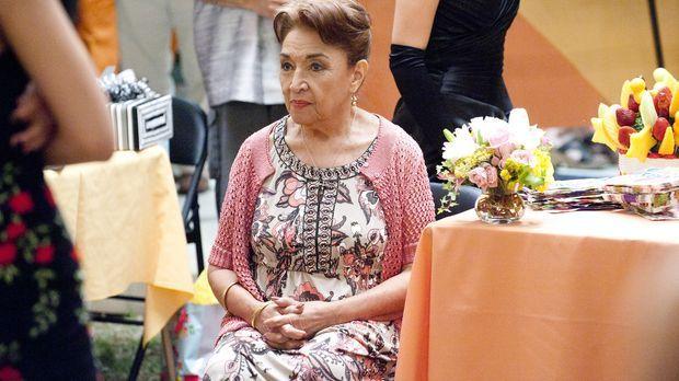 Christina hat für Nicks Mutter (Miriam Colon) ein Geburtstagsfest organisiert...