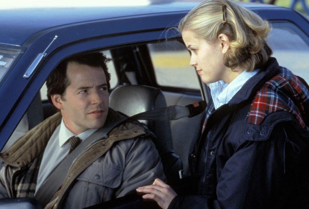 Um Schulsprecherin zu werden, wirft Tracy Flick (Reese Witherspoon, r.) alles in die Waagschale: Gekonnt becirct sie ihren Lehrer Jim McAllister (Ma... - Bildquelle: TM &   1999 BY PARAMOUNT PICTURES. ALL RIGHTS RESERVED.