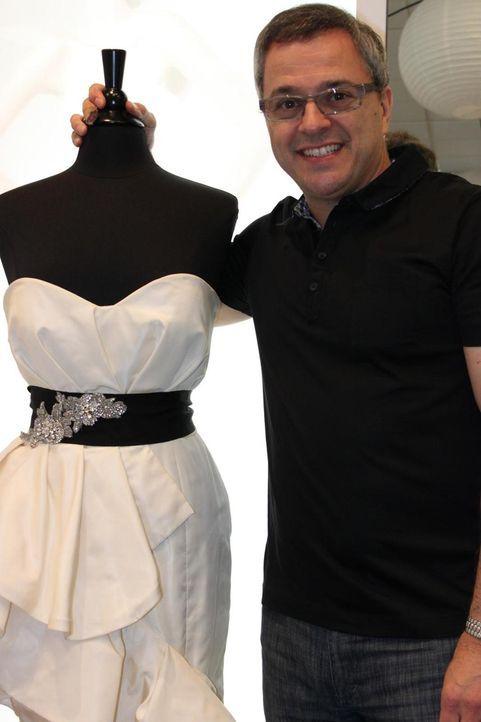 Rick DeAngelo reist durch das Land, um Designer-Hochzeitskleider bei Ausverkäufen, Fabrikverkäufen oder auch Lagerverkäufen günstig zu ersteigern, u... - Bildquelle: TLC