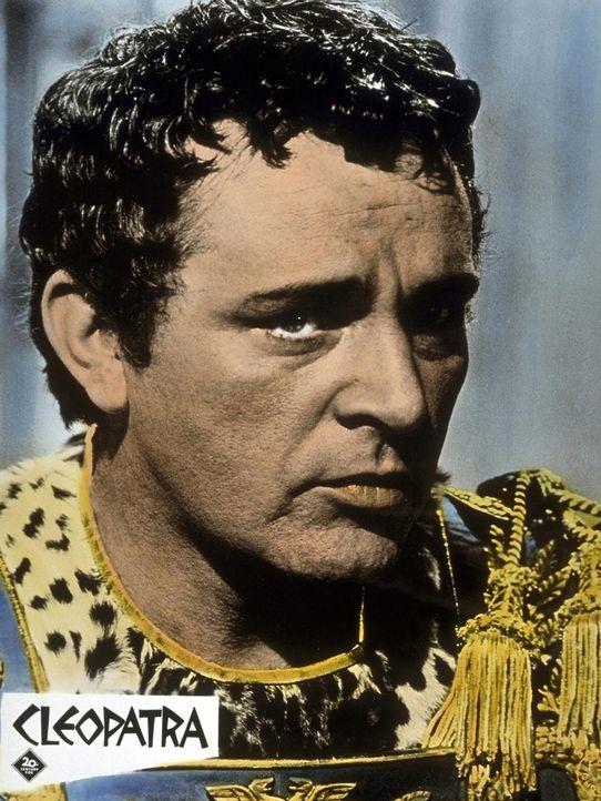 Markus Antonius (Richard Burton) muss aus politischen Gründen die Schwester Octavians heiraten. Doch sein Herz gehört einer glamouröseren Frau, wofü... - Bildquelle: 20th Century Fox Film Corporation