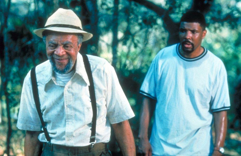 Der alte Jesse (Whitman Mayo, l.) ist der einzige, der Dr. Benton (Eriq La Salle, r.) freundlich und ohne Vorbehalte gegenübertritt. - Bildquelle: TM+  2000 WARNER BROS.