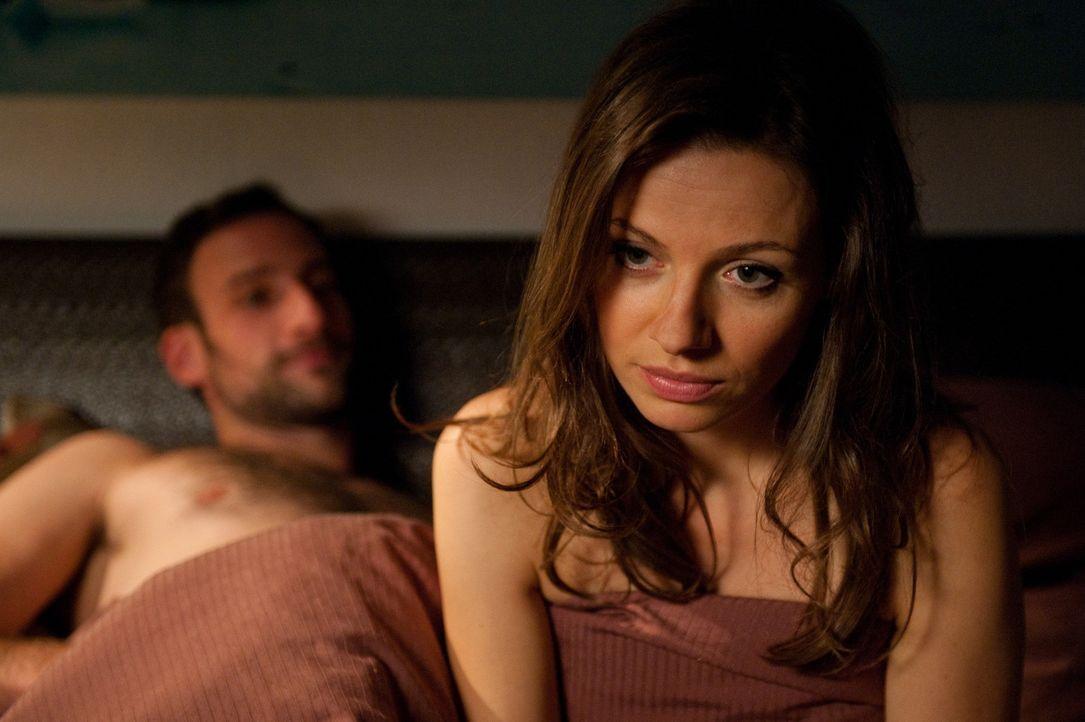 Frieda (Julia Hartmann) mag Männer - aber nur für eine Nacht und bitte ohne Kuscheln und Frühstück. Obwohl ihr die Männer nach den One-Night-St... - Bildquelle: Maria Krumwiede SAT.1