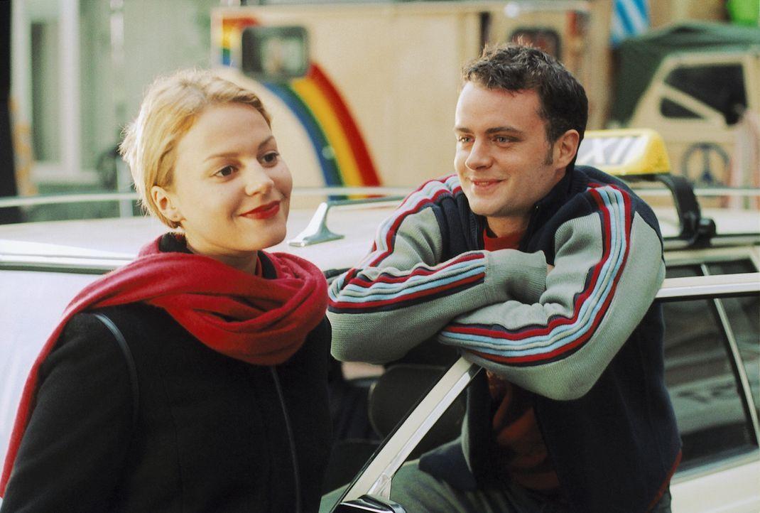Seit der Taxifahrer Patrick (André Röhner, r.) die attraktive Nika (Maria Simon, l.) kennen gelernt hat, durchlebt er eine Achterbahn der Gefühle ..... - Bildquelle: Krause-Burberg ProSieben
