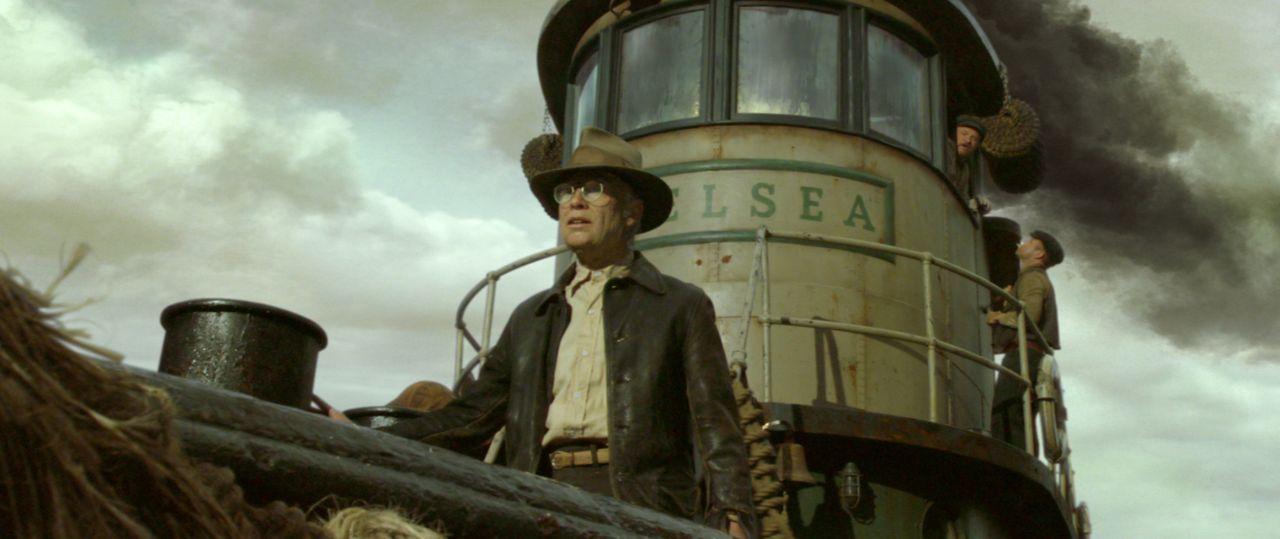 Im Alter von 17 Jahren verlässt Benjamin Button (Brad Pitt) das Altersheim und fährt zur See. Nach dem Ende des Zweiten Weltkrieges kehrt er nach Ne... - Bildquelle: Warner Brothers
