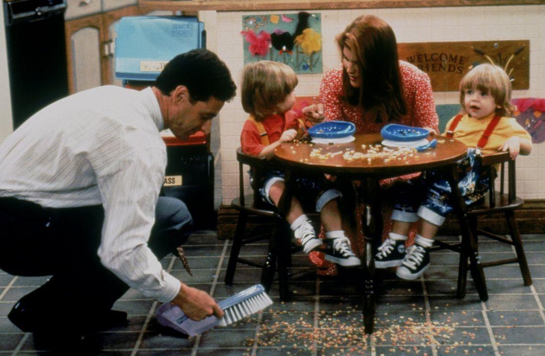 Der ganz normale Alltagswahnsinn: Danny (Bob Saget, l.), Becky (Lori Loughlin, 2.v.r.), Nick und Alexander (Blake/Dylan Tuomy-Wilhoit) ... - Bildquelle: Warner Brothers Inc.