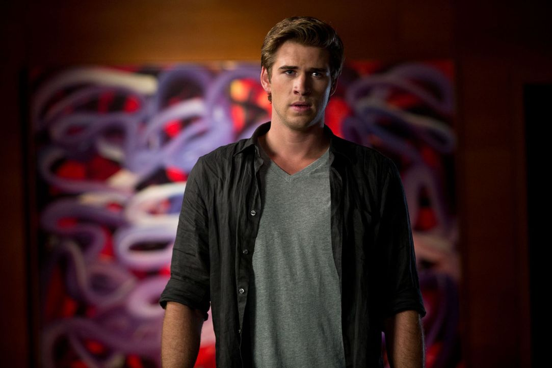 Der begabte Technologie-Experte Adam Cassidy (Liam Hemsworth) will es ganz nach oben schaffen. - Bildquelle: 2012 Paranoia Acquisitions LLC. All rights reserved.