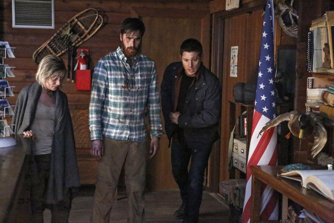 Um die beiden Wanderer Michelle (Erin Way, l.) und Corbin Tilgham (Blair Penner, M.) zu retten, begeben sich Dean (Jensen Ackles, r.) und sein Brude... - Bildquelle: 2014 Warner Brothers