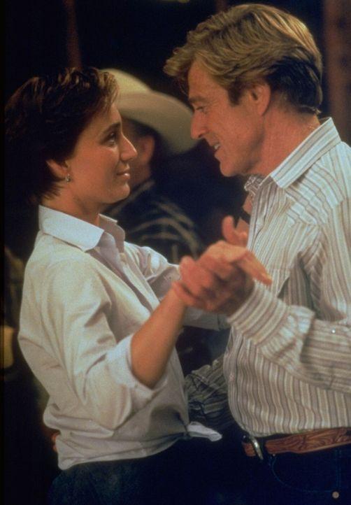 Kommen sich näher: Tom Booker (Robert Redford, r.) und Annie MacLean (Kristin Scott-Thomas, l.) - Bildquelle: Touchstone Pictures