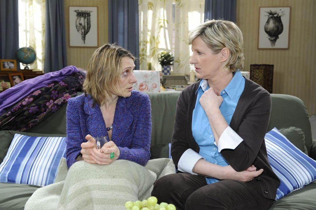 Brigitte (Joana Schümer, l.) gesteht Susanne (Heike Jonca, r.), dass sie alles verloren hat ... - Bildquelle: SAT.1