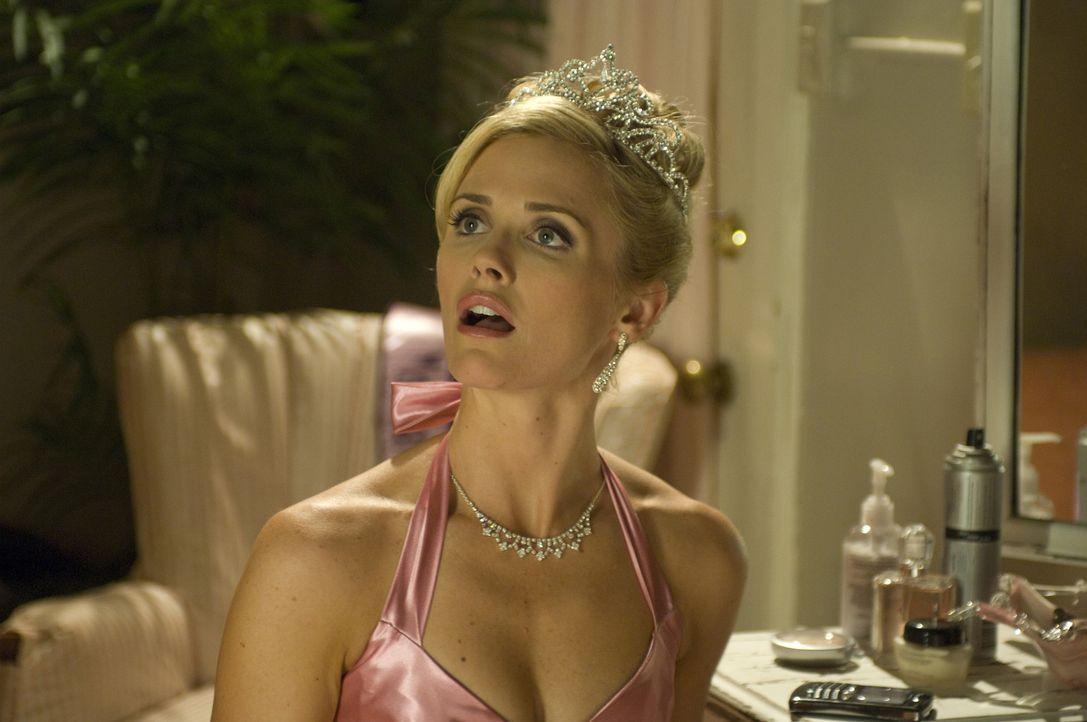 Jeden ersten April geht Barbie (Jennifer Siebel) zu einer Party in die Luxusvilla ihrer Freundin Desiree, die es sich nicht nehmen lässt, kleine Ap... - Bildquelle: 2008 360 Pictures LLC. All Rights Reserved.