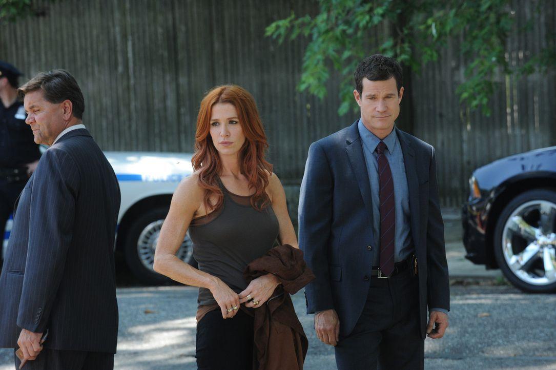 Ermitteln gemeinsam in einem neuen Mordfall: Carrie (Poppy Montgomery, 2.v.r.) und Al (Dylan Walsh, r.) ... - Bildquelle: Sony Pictures Television Inc. All Rights Reserved.