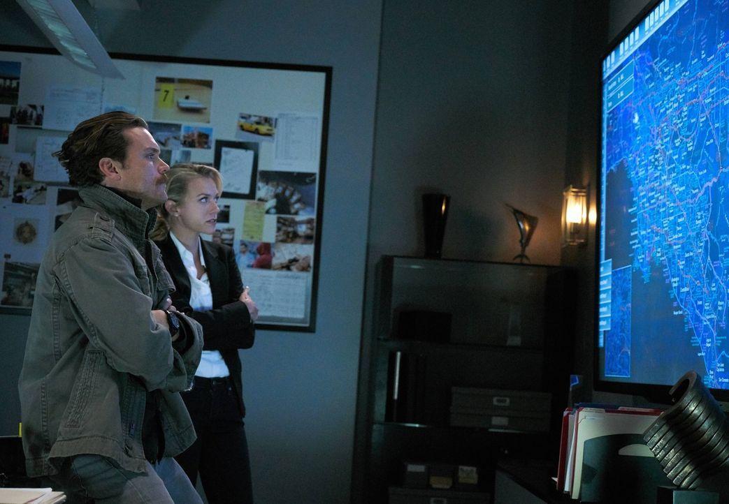 Bei den Ermittlungen in einem neuen Mordfall, müssen Riggs (Clayne Crawford, l.) und Murtaugh unfreiwillig mit Karen Palmer (Hilarie Burton, r.) und... - Bildquelle: 2016 Warner Brothers