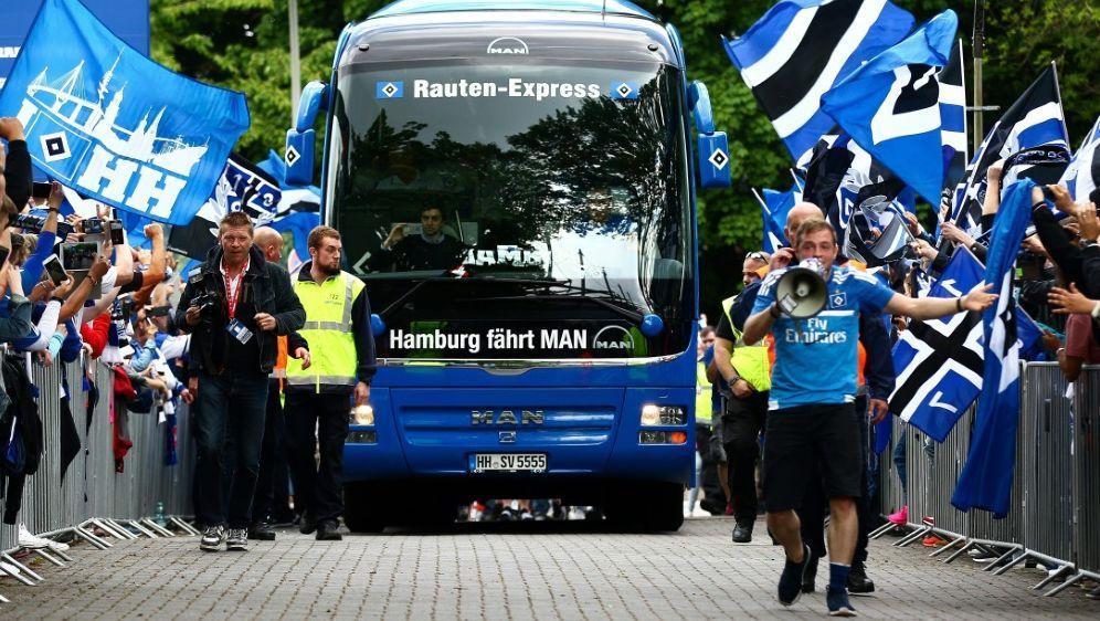 Der Bus des HSV trägt jetzt das passende Kennzeichen - Bildquelle: FIROFIROSID
