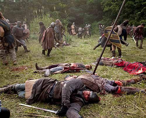 """Ende einer Schlacht: Dreharbeiten zu """"Die Säulen der Erde"""" - Bildquelle: Egon_Endrenyi_-_Tandem_Productions_-_Pillars_Productions"""