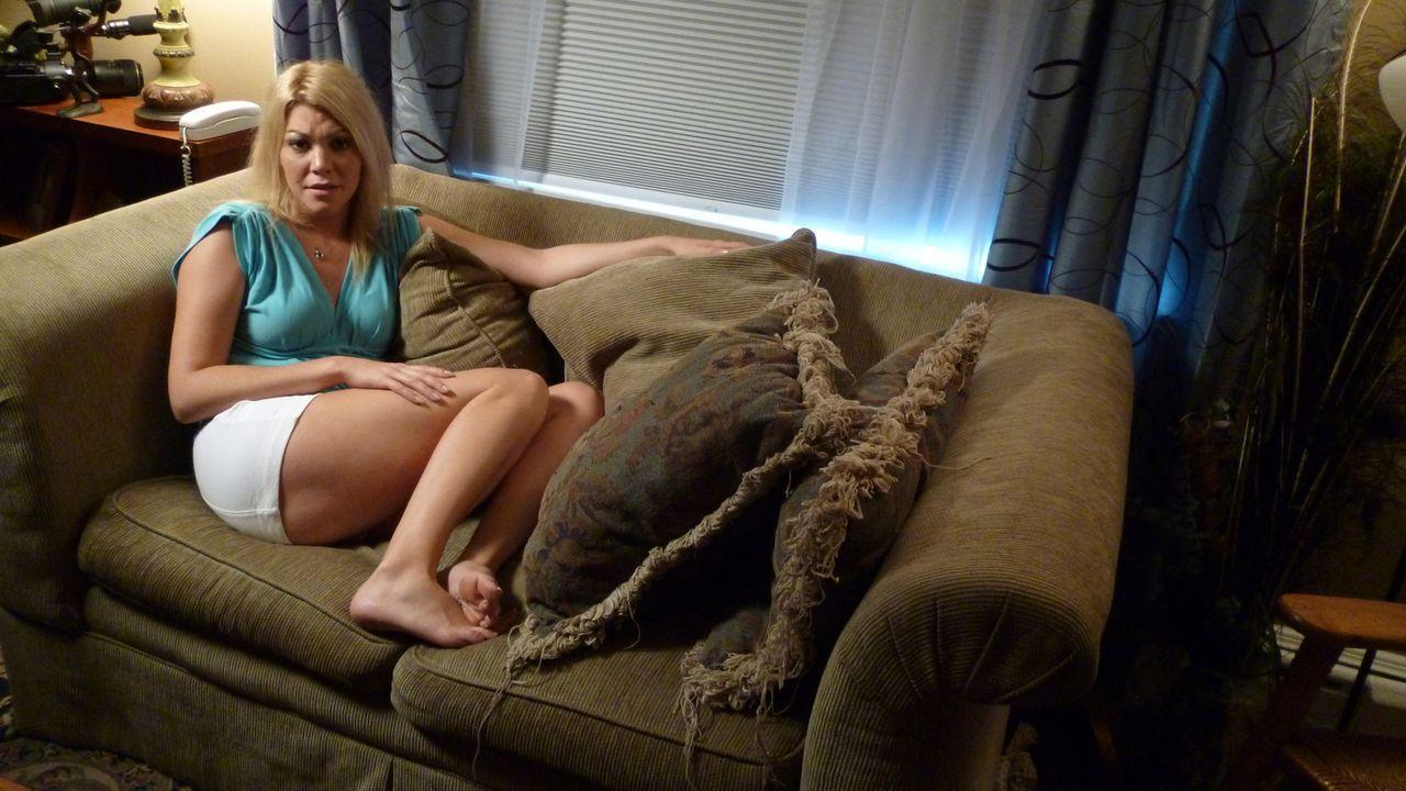 Zu spät erkennt Angelica Morales (Darstellerin unbekannt), dass hinter dem charmanten Mann, in den sie sich sofort verliebt, eigentlich ein Monster... - Bildquelle: Kate Findlay-Shirras Atlas Media, 2011