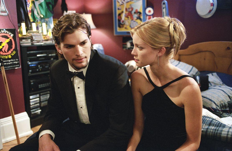 Durch seine Tagebücher kann Evan (Ashton Kutcher, l.) für kurze Zeit gewisse Dinge in der Vergangenheit beeinflussen. Als er von seinem ersten Trip... - Bildquelle: Warner Brothers