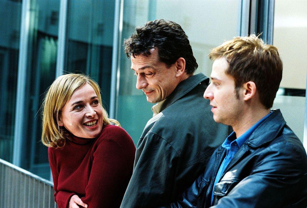 Hauptkommissar Matthias Steiner (Thomas Sarbacher, M.) mit seinem talentierten Team-Nachwuchs: Julia Gerling (Katharina Abt, l.) und Andreas Zier (N... - Bildquelle: Thomas Kost Sat.1
