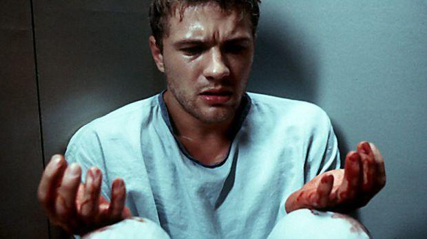 Simon (Ryan Phillippe) ist total verwirrt. Überall ist Blut. Was hat er getan...