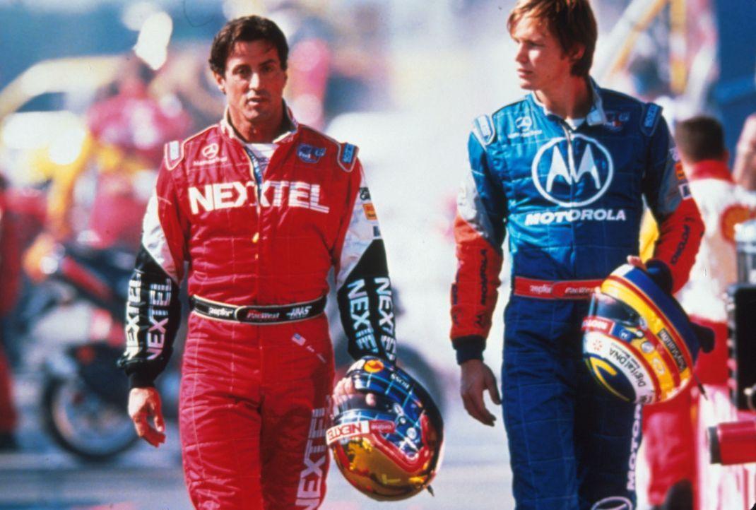 Nach einigen unglücklichen Niederlagen holt der ehrgeizige Teamchef Carl Henry den bewährten Rennfahrer Joe Tanto (Sylvester Stallone, l.) in den... - Bildquelle: Warner Bros.