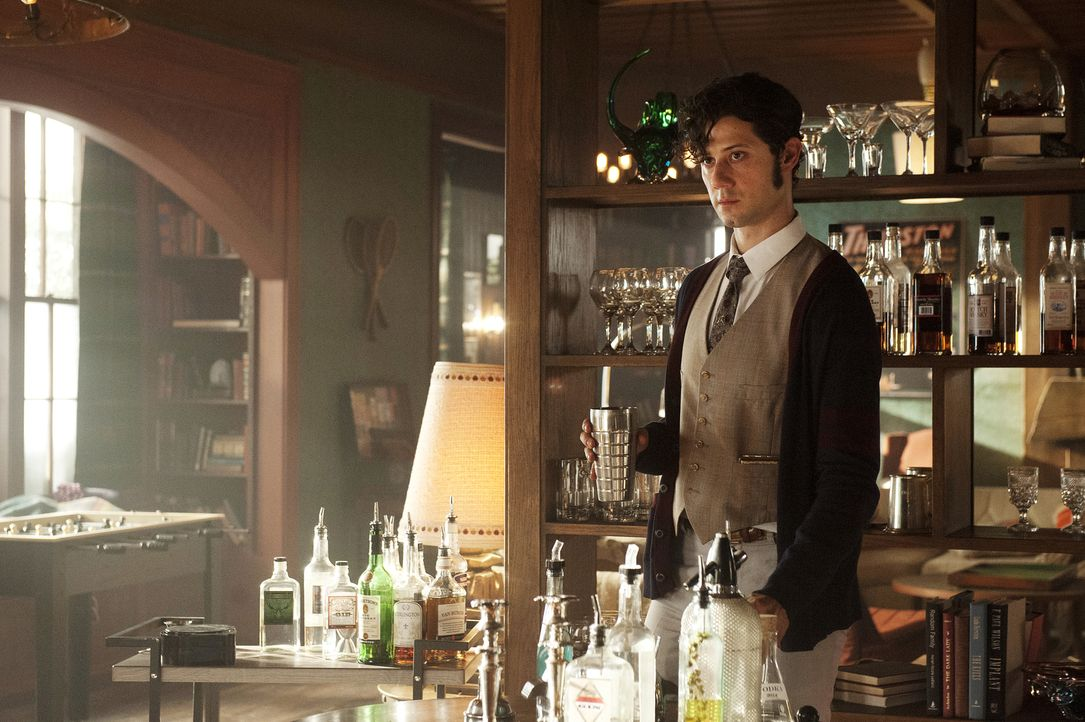 Quentin vertraut sich Eliot (Hale Appleman) an, aber kann dieser ihm helfen, bevor die Uni-Leitung Quentin, Alice, Penny und Kady rauswirft? - Bildquelle: 2015 Syfy Media Productions LLC. ALL RIGHTS RESERVED.