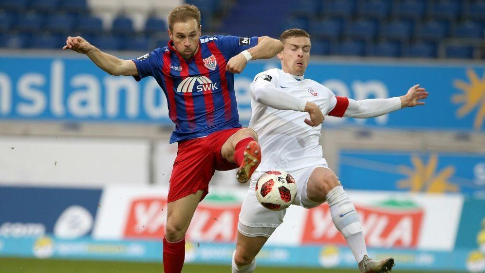 Krawalle nach dem Spiel zwischen Uerdingen und Rostock - Bildquelle: FIROFIROSID