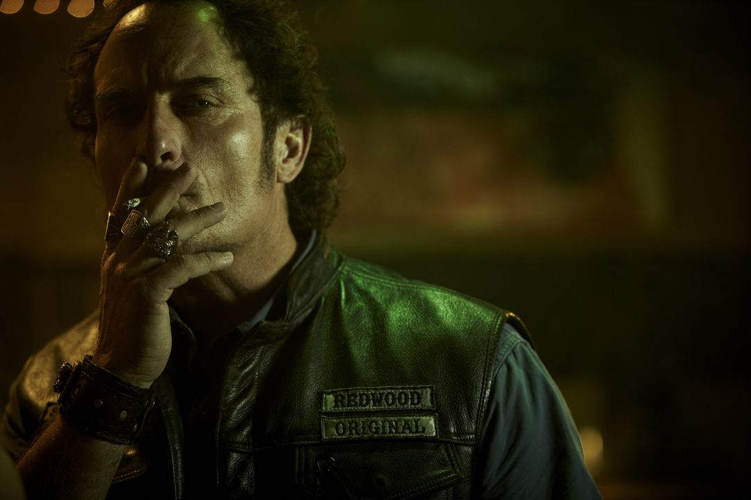 (4. Staffel) - Die internen Konflikte im Charming-Chapter der Sons of Anarchy werden immer drastischer. Auf wessen Seite wird Tig (Kim Coates) stehen? - Bildquelle: 2011 Twentieth Century Fox Film Corporation and Bluebush Productions, LLC. All rights reserved.