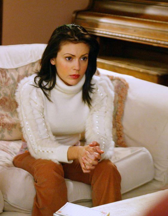 Nachdem sie im Traum von einer unbekannten Gestalt mit einer Kettensäge gejagt wurde, muss Phoebe (Alyssa Milano) feststellen, dass dies nicht nur e... - Bildquelle: Paramount International Television