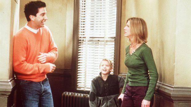 Rachel (Jennifer Aniston, r.) soll auf Ross' (David Schwimmer, l.) Sohn Ben (...