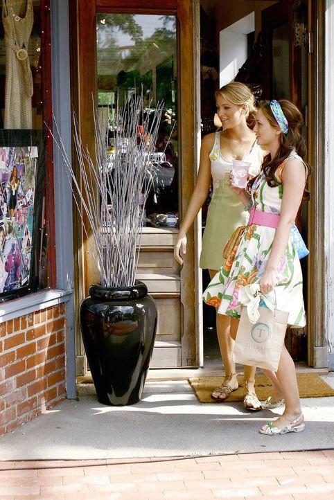 Blair (Leighton Meester, r.) schüttet ihrer Freundin Serena (Blake Lively, l.) ihr Herz aus. Sie kann sich nämlich nicht entscheiden, welcher ihrer... - Bildquelle: Warner Brothers