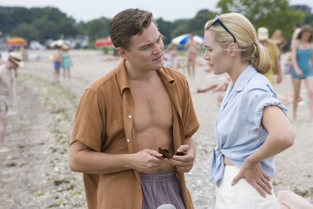 April (Kate Winslet, r.) und Frank Wheeler (Leonardo DiCaprio, l.) hatten große Pläne. Sie wollten das Leben genießen und einfach nicht so sein w... - Bildquelle: 2007 Dreamworks,  LLC.