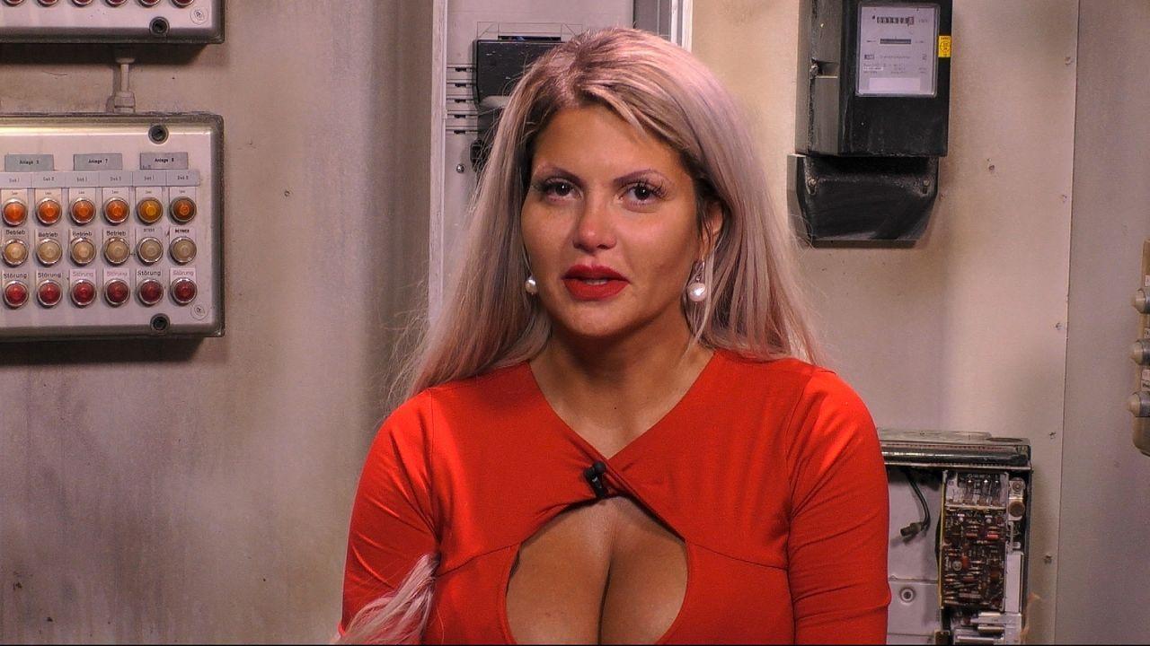 Sophia offenbart im Sprechzimmer der Baustelle ihre Schwangerschaft - Bildquelle: SAT.1