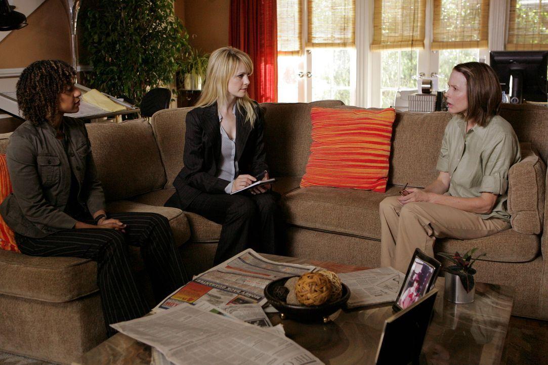 Bei ihren Ermittlungen stoßen Kat Miller (Tracie Thoms, l.) und Lilly Rush (Kathryn Morris, M.) auf Molly Felice (Susan Blakely, r.) - hatte sie etw... - Bildquelle: Warner Bros. Television