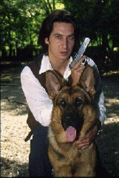 (1. Staffel) - Kommissar Richie Moser (Tobias Moretti) und sein vierbeiniger Begleiter Rex ... - Bildquelle: Sat.1