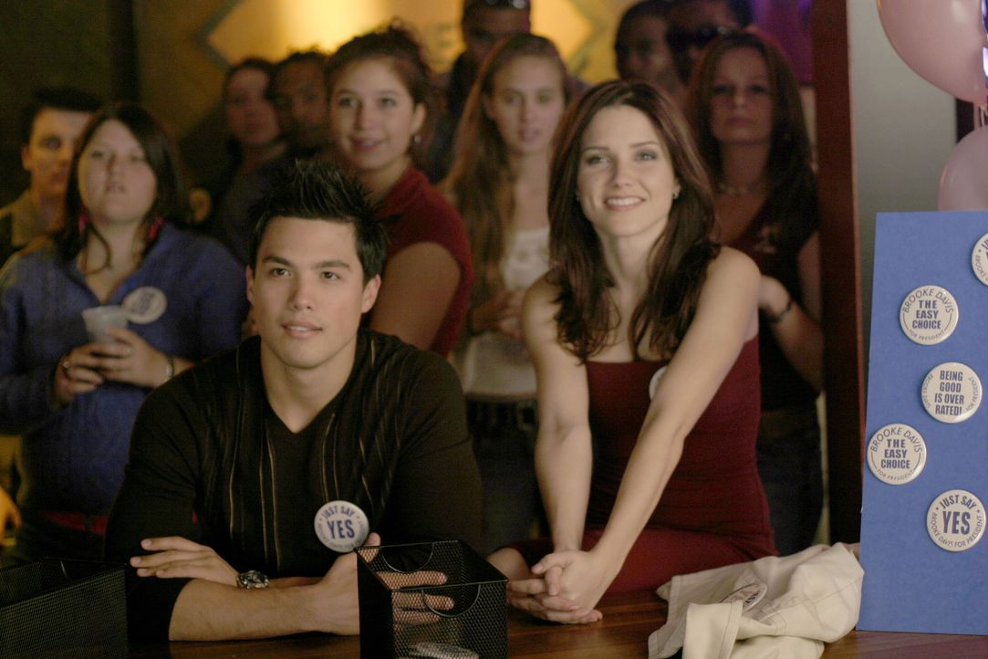 Brooke (Sophia Bush, r.) ist im Wahlkampf auf die Unterstützung von Felix (Micheal Copon, l.) angewiesen ... - Bildquelle: Warner Bros. Pictures