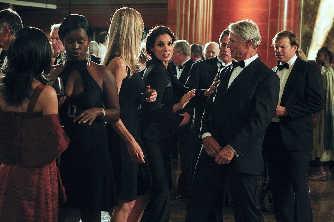 Ermittelt undercover: Kensi (Daniela Ruah, M.) ... - Bildquelle: CBS Studios Inc. All Rights Reserved.