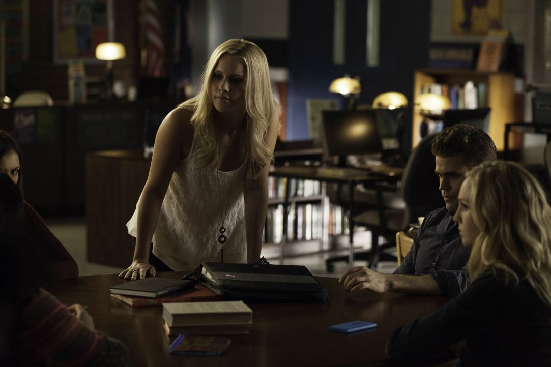 Stefan Salvatore, Rebekah und Caroline Forbes - Bildquelle: Warner Bros. Entertainment Inc.