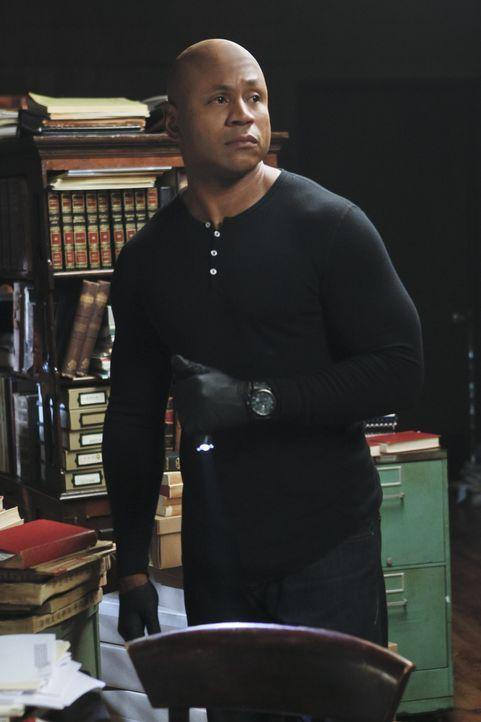 Als ein CIA-Agent, der mit Sam (LL Cool J) vor mehr als acht Jahren zusammengearbeitet hat, dessen Hilfe sucht und kurze Zeit später tot aufgefunden... - Bildquelle: CBS Studios Inc. All Rights Reserved.