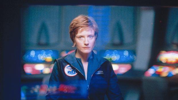 Dr. Kenney (Helene Joy) muss hilflos mit ansehen, wie ihr Shuttle in ein unbe...