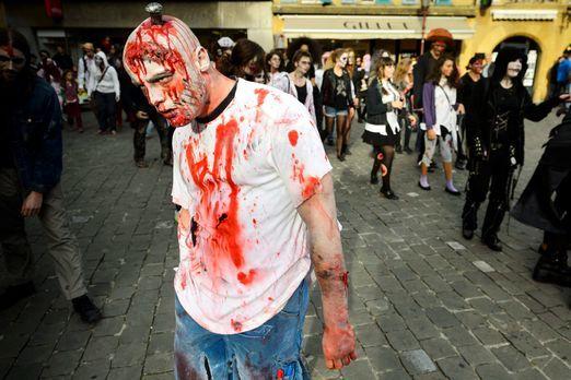 Halloween-Zombie-Walk-13-11-02-dpa - Bildquelle: dpa