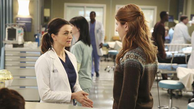 Amelia (Caterina Scorsone, l.) trifft auf eine alte Bekannte (Jessica Gardner...