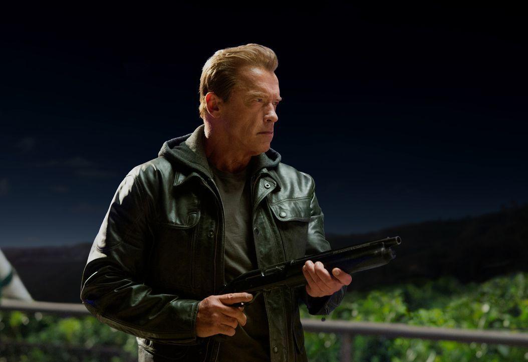 Obwohl Paps (Arnold Schwarzenegger) ein Terminator ist, setzt er sich für die Menschheit ein. Zusammen mit Sarah und Kyle will er, die Herrschaft de... - Bildquelle: 2015 PARAMOUNT PICTURES. ALL RIGHTS RESERVED.