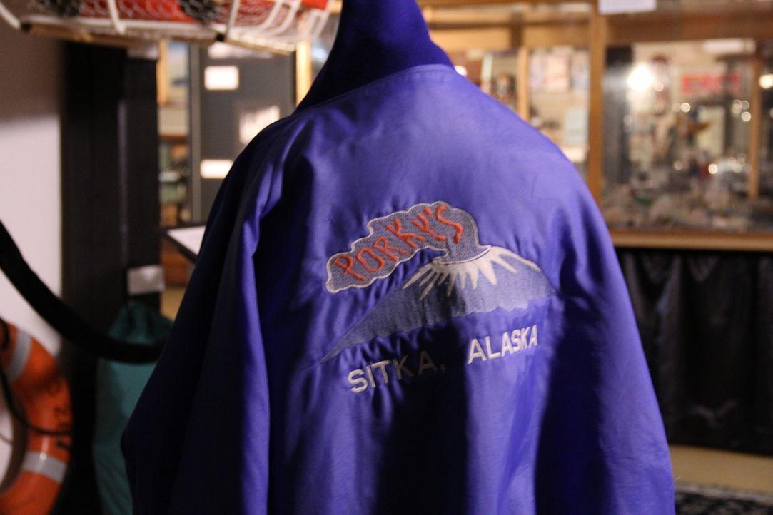 Don Wildman nimmt eine Jacke unter die Lupe, die einem Schelm mit explosivem Humor gehörte ... - Bildquelle: 2014, The Travel Channel, L.L.C. All Rights Reserved.