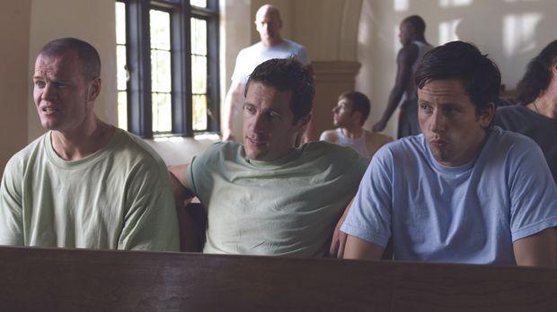Dave (Ross McCall, r.) und seine Freunde (Peter O'Meara, M.und Luke Massy, l....