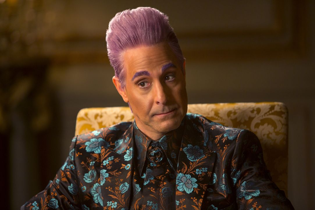 Der bunte Spaßvogel und treue Begleiter der Kandidaten der Hungerspiele: Ceasar Flickerman (Stanley Tucci). Doch kann er dieses Jahr sein Publikum z... - Bildquelle: Murray Close TM &   2014 Lions Gate Entertainment Inc. All rights reserved.